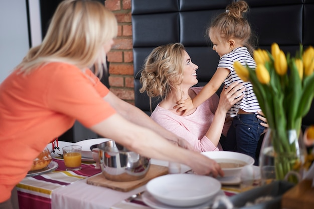 Feier des morgendlichen osterfrühstücks Kostenlose Fotos
