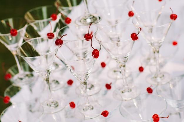 Feier-pyramide der champagnergläser Premium Fotos