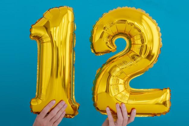 Feierballon der goldfolie nr. 12 Premium Fotos