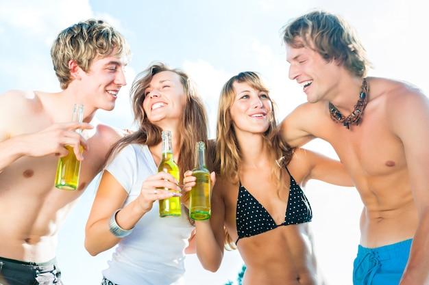 Feiern am strand Premium Fotos