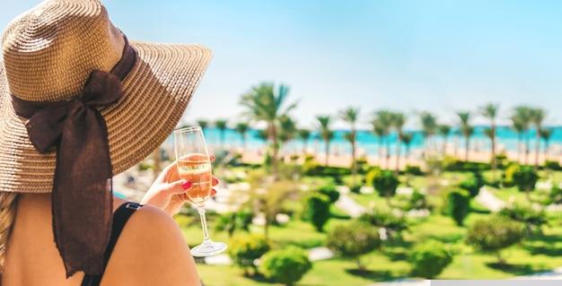 Feiern sie auf reisen. sommerferien Premium Fotos