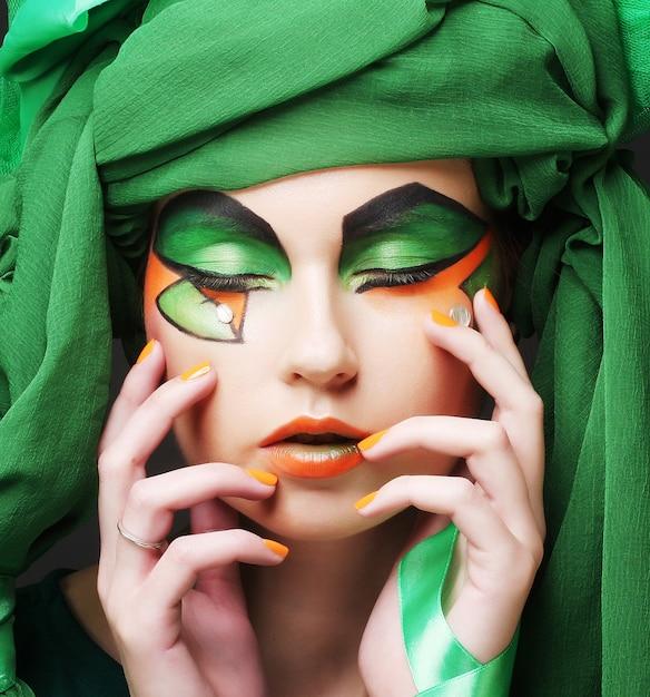 Feiertags-make-up. das gesicht der schönen frau Premium Fotos