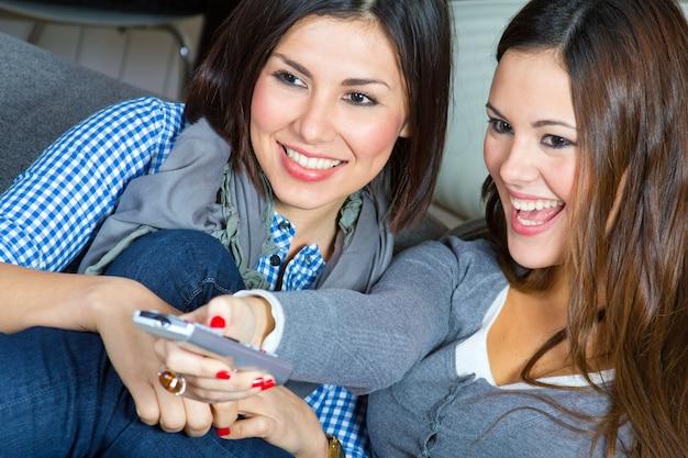 Feliz mujer hogar felicidad video Premium Fotos