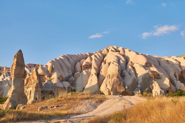 Felsformationen in rose valley capadoccia in göreme, türkei Kostenlose Fotos