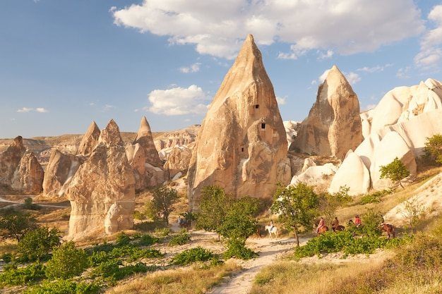 Felsformationen in rose valley capadoccia in göreme, türkei Kostenlose Fotos