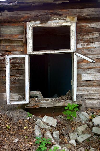 Fenster eines alten hauses. Premium Fotos