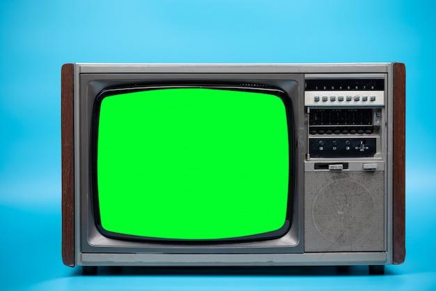 Fernseher mit grünem bildschirm. Premium Fotos