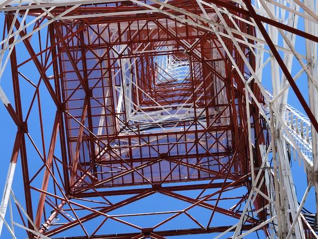 Fernsehturm mit hintergrund des blauen himmels des sonnenuntergangs Premium Fotos