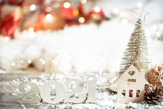 Festliche abstrakte weihnachtswand mit holznummer 2021 nahaufnahme und dekor details. Kostenlose Fotos