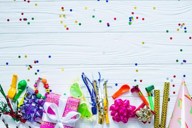 Festliche elemente und konfetti Kostenlose Fotos