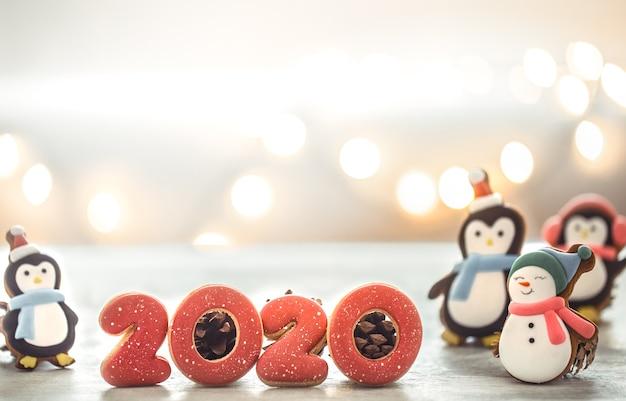 Festliche neujahrslichter und lebkuchen. Kostenlose Fotos
