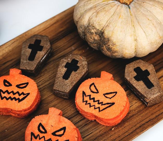 Festliche und niedliche halloween-plätzchen Kostenlose Fotos