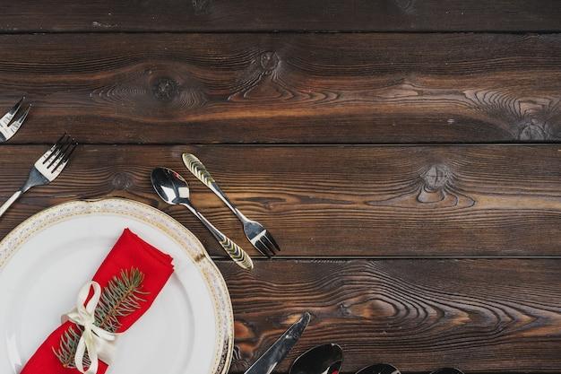 Festliches gedeck für weihnachtsessen, draufsicht Premium Fotos
