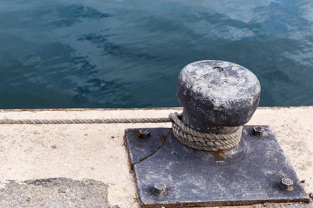 Festmachen in einem fischereihafen Premium Fotos