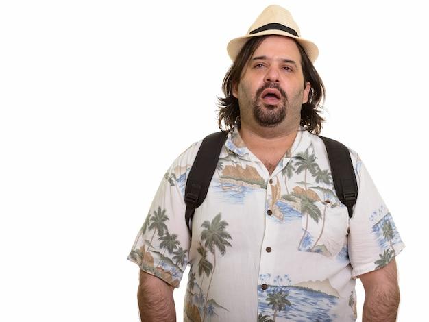 Fetter kaukasischer mann, der müde sucht bereit für urlaub lokalisiert auf weiß Premium Fotos