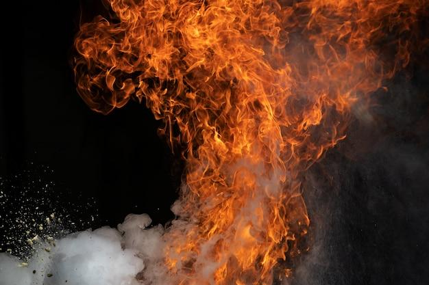 Feuerflammen durch gasexplosion Premium Fotos