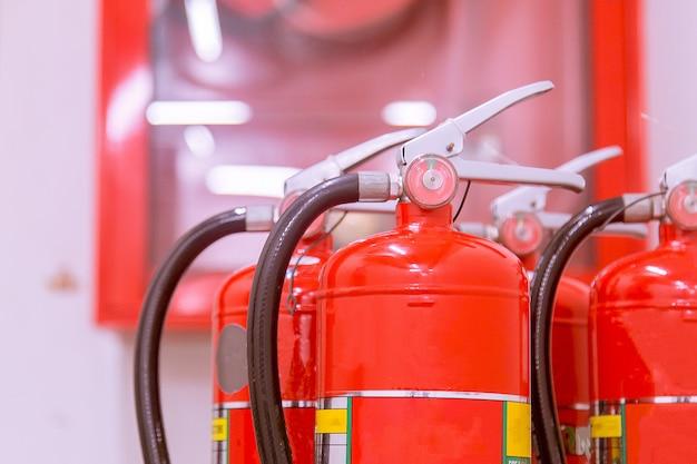 Feuerlöscher in notfällen verfügbar. Premium Fotos