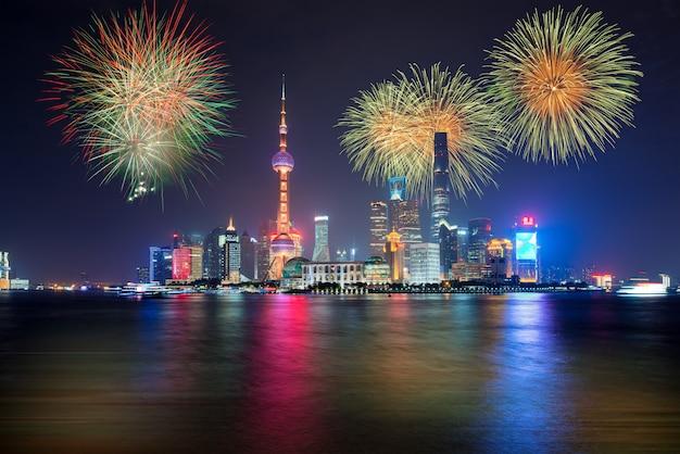 Feuerwerk in shanghai, china feier nationalfeiertag der volksrepublik china. Premium Fotos