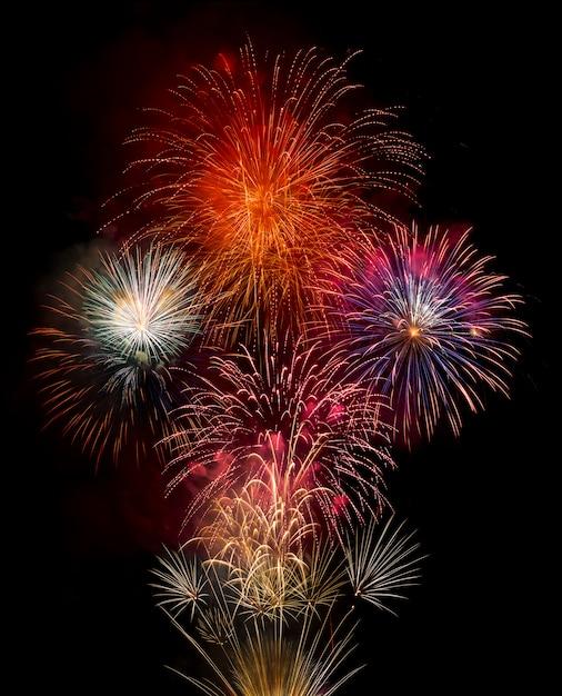 Feuerwerk isoliert auf schwarz Premium Fotos