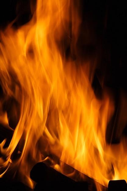 Feurigen Lagerfeuer brennen Flamme heiß Hitze Feuer | Download der ...