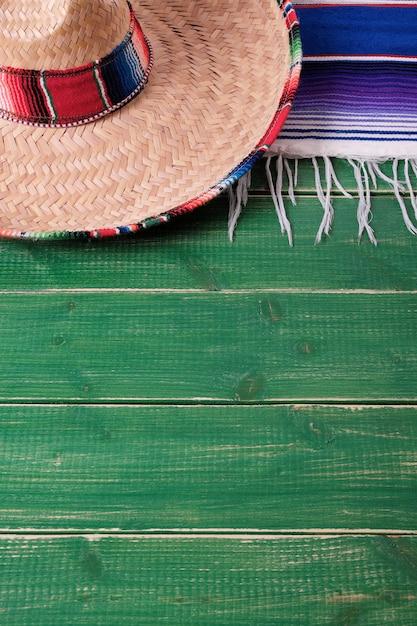 Fiestaholz-hintergrundmexikanische sombrerovertikale mexiko-cinco des mayo Premium Fotos