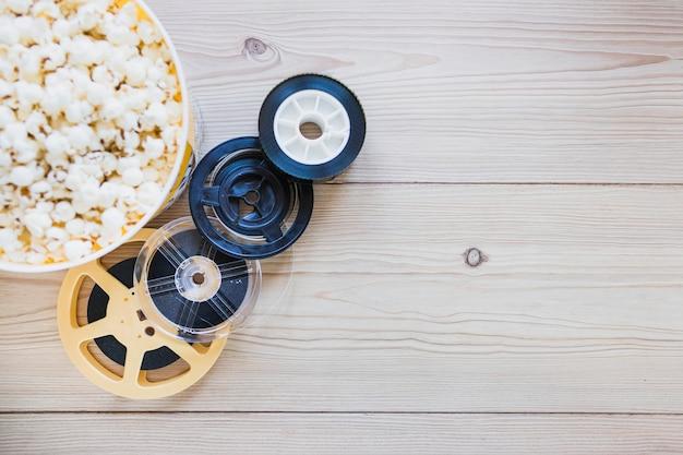 Filmrollen und eimer auf popcorn Kostenlose Fotos