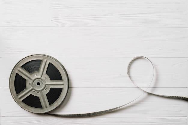 Filmspule auf weißem tisch Kostenlose Fotos