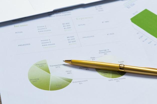 Finanzdiagramm und -diagramm Premium Fotos