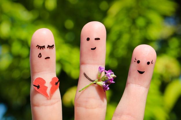 Fingerkunst der menschen. mann flirtet mit frau. anderes mädchen hält gebrochenes herz Premium Fotos