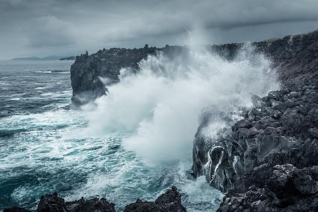 Fischer und ozean. asorez insel san miguel. portugal. Premium Fotos