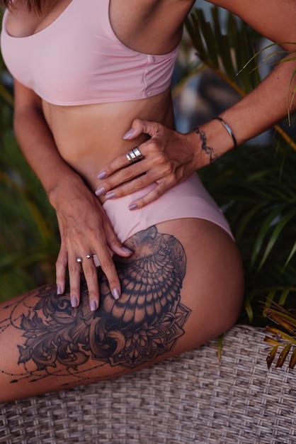 Bein tattoos frau Tattoos und