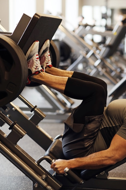 Fitness im fitnessstudio Kostenlose Fotos