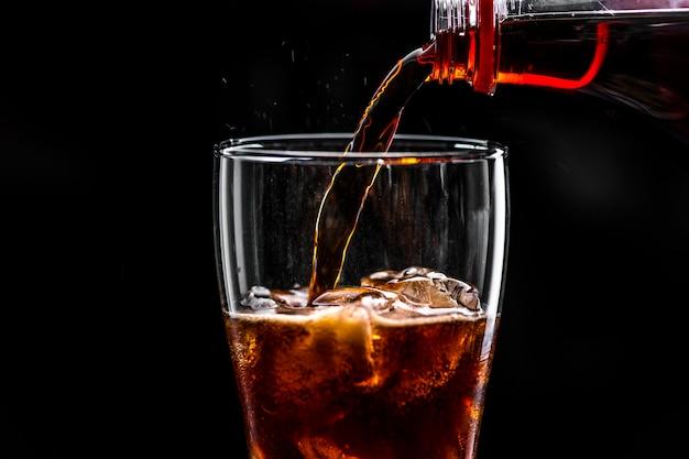 Fizzy cola trinken makroaufnahme Kostenlose Fotos