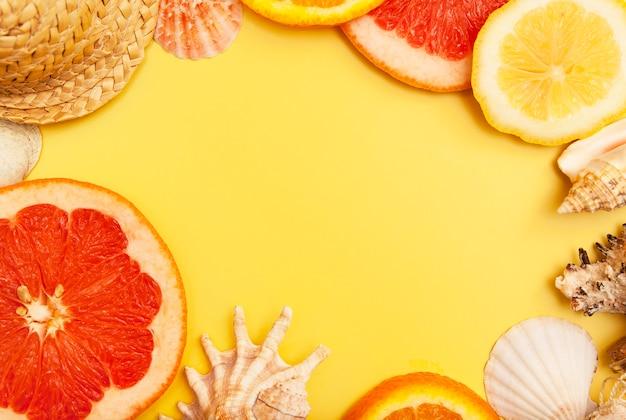 Flach gelegte orangen-, grapefruit- und zitronenscheiben Premium Fotos