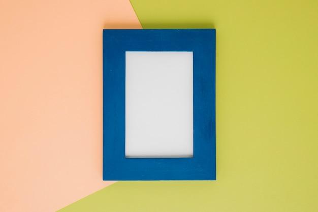 Flach lag blauer rahmen mit leerem raum Kostenlose Fotos