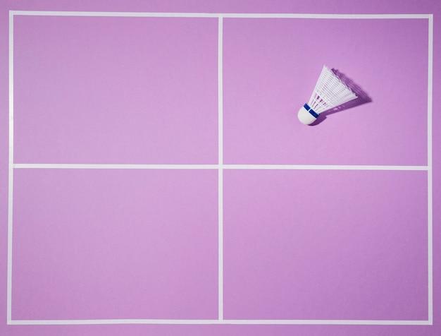 Flach lag federball auf lila hintergrund Kostenlose Fotos