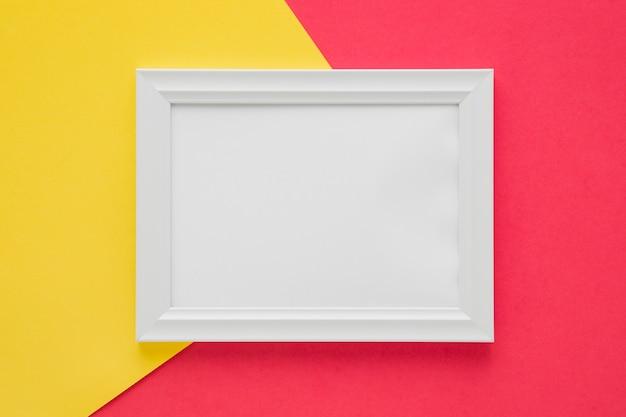 Flach lag weißer rahmen mit leerem raum Kostenlose Fotos