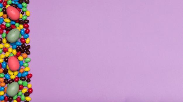 Flach legen candy frame mit textfreiraum Kostenlose Fotos