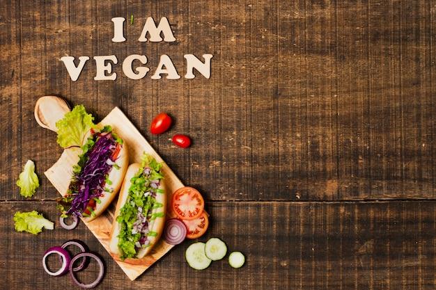 Flach legen sie vegetarische hotdogs mit textfreiraum Kostenlose Fotos