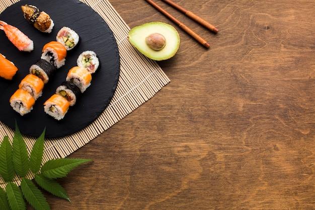 Flach legen sushi-rahmen mit textfreiraum Kostenlose Fotos