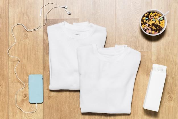 Flach liegender hoodie mit müsli Kostenlose Fotos