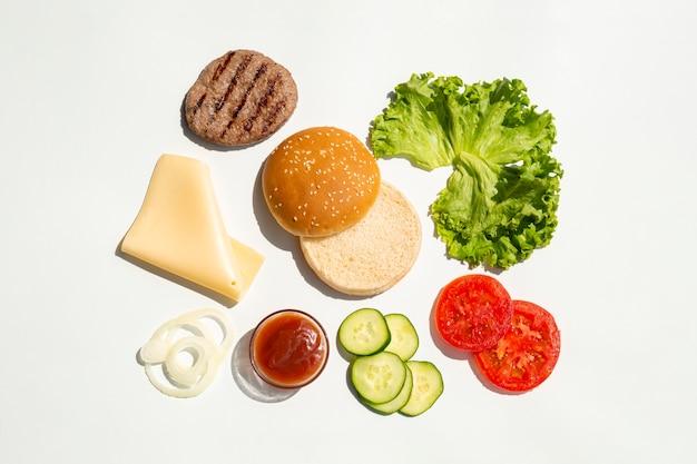 Flache lage der hamburger zutaten Kostenlose Fotos