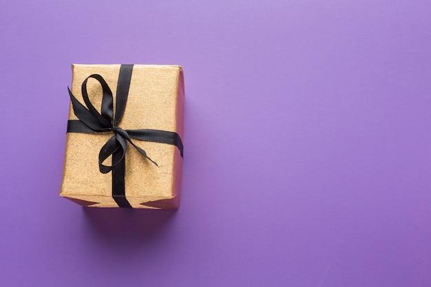 Flache lage des geschenks mit kopierraum Kostenlose Fotos