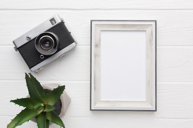 Flache lage des holzrahmens mit kopierraum Kostenlose Fotos
