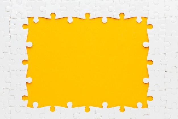 Flache lage des puzzle-rahmenkonzepts Kostenlose Fotos