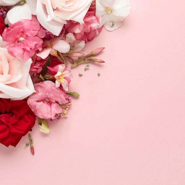 Flache lage des schönen valentinstagskonzepts Premium Fotos
