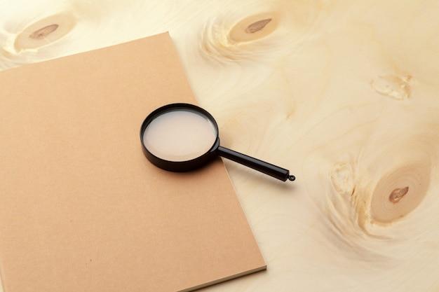 Flache lage, draufsichtbürotisch-schreibtischrahmen. bürozubehör Premium Fotos