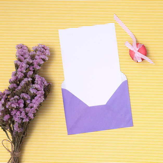 Flache lage lila geburtstag einladungsmodell Kostenlose Fotos