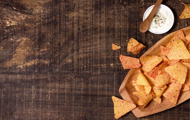 Flache lage nacho-chips mit sauce Kostenlose Fotos