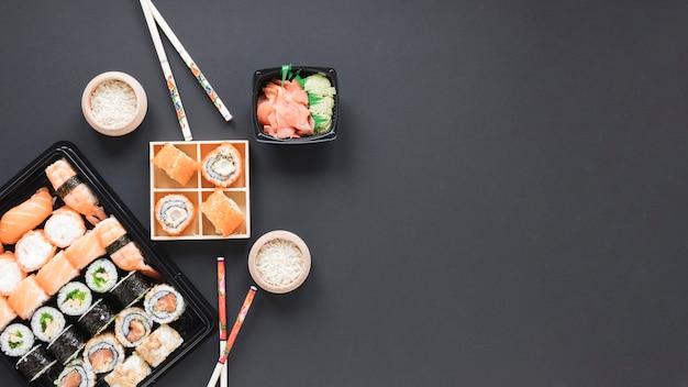 Flache lage sushi-komposition mit exemplar Kostenlose Fotos